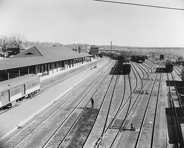 2010.030.PC13.17--lee hastman collection 8x10 print--ICRR--Company Photograph view of depot--Fort Dodge IA--no date