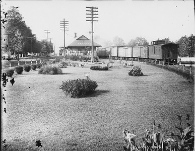 2010.030.PC17.01--lee hastman collection 8x10 print--ICRR--Co Photo view of depot grounds--Cecilia KY--no date