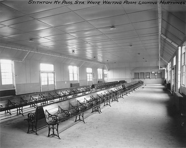 2010.030.PC17.11--lee hastman collection 8x10 print--ICRR--Co Photo view of depot interior waiting room--Stithton KY--1919 0723