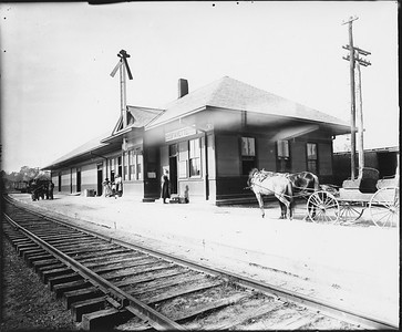 2010.030.PC16.08--lee hastman collection 8x10 print--ICRR--Co Photo view of depot--Fayette MS--no date