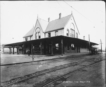 2010.030.PC16.12--lee hastman collection 8x10 print--ICRR--Co Photo view of depot--Jackson MS--1915 0000