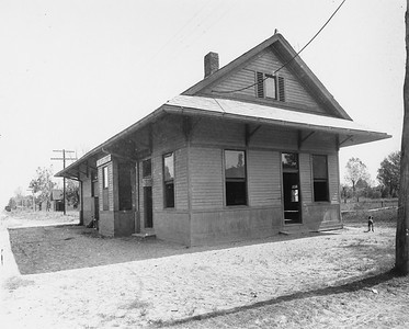 2010.030.PC16.11--lee hastman collection 8x10 print--ICRR--Co Photo view of depot--LeFlore MS--no date