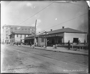 2010.030.PC19.02--lee hastman collection 8x10 print--ICRR--Co Photo view of depot--Helena AR--c1918 0000