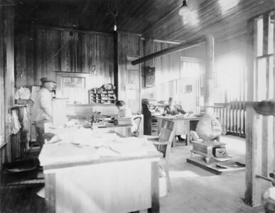 2010.030.PC15.02--lee hastman collection 8x10 print--ICRR--Co Photo view of depot interior office--Grand Jct TN--1924 0131