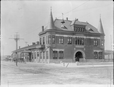 2010.030.PC15.05--lee hastman collection 8x10 print--ICRR--Co Photo view of passenger station depot--Memphis TN--1894 0417