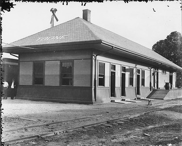2010.030.PC15.11--lee hastman collection 8x10 print--ICRR--Co Photo view of depot--Toone TN--c1910s