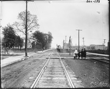 2010.030.PC09.01--lee hastman collection 8x10 print--ICRR--Co Photo view platofrm at Stony Island looking east--Chicago IL--no date