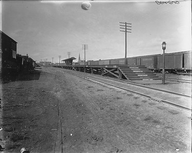 2010.030.PC09.27--lee hastman collection 8x10 print--ICRR--Co Photo view of platform at 87th Street looking north--South Chicago IL--no date