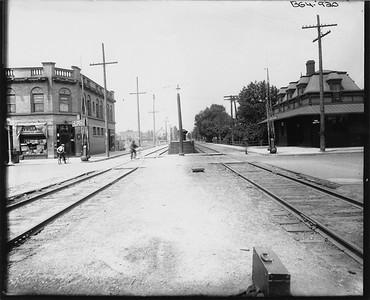 2010.030.PC09.07--lee hastman collection 8x10 print--ICRR--Co Photo view depot at Stony Island looking west--Chicago IL--no date