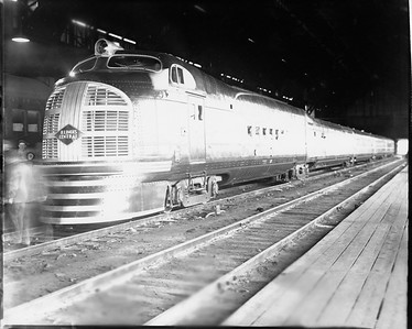 2010.030.PC29.03--lee hastman collection 8x10 print--ICRR--Co Photo view of Green Diamond passenger train at 12th Street--Chicago IL--c1936 0000