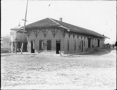 2010.030.PC99.01--lee hastman collection 8x10 print--ICRR--Co Photo view of depot--location unknown--no date