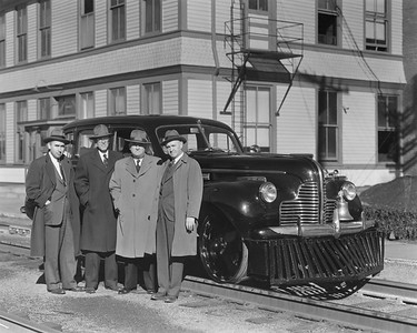 2010.030.PC25.13--lee hastman collection 8x10 print [Hedrich-Blessing]--ICRR--Co Photo view of Buick track inspection automobile with officials--location unknown--no date