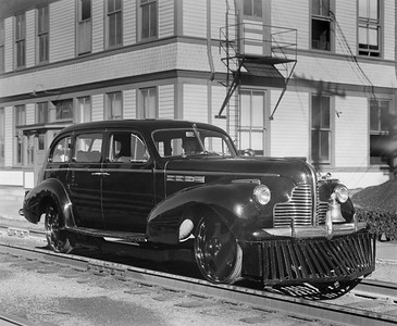 2010.030.PC25.12--lee hastman collection 8x10 print [Hedrich-Blessing]--ICRR--Co Photo view of Buick track inspection automobile--location unknown--no date