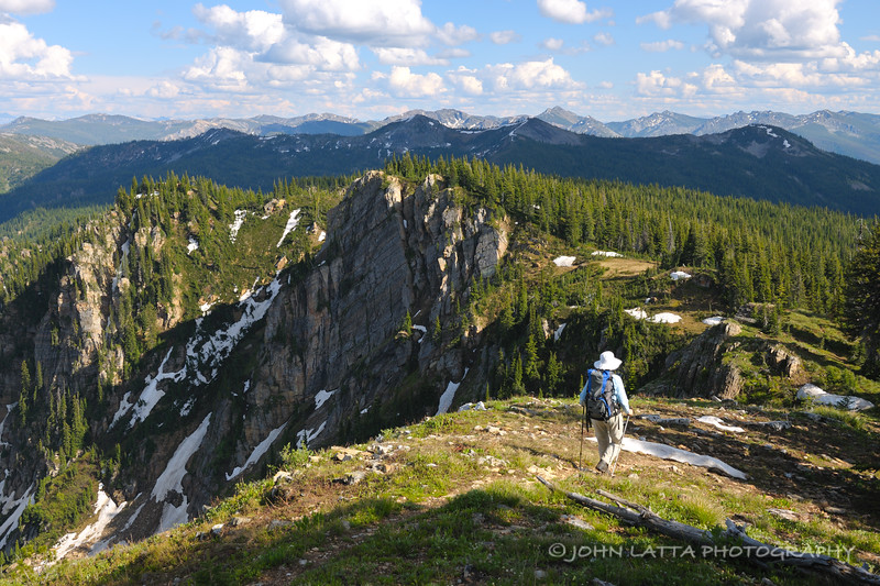 Hiking the Stateline Trail at Admiral Peak