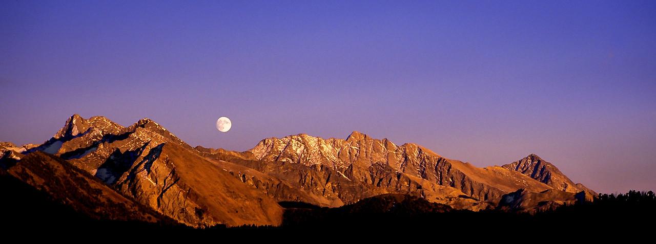 Pioneer Mt Moonrise