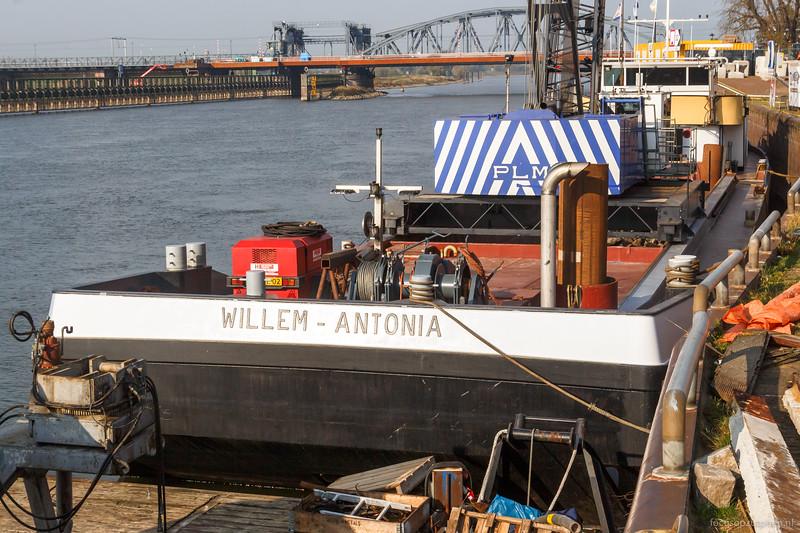 "Willem Antonia, werkschip 03011585 <a href=""https://www.binnenvaart.eu/motortankschip/3897-esso-nederland-61.html"" target=""blank"">info</a>"