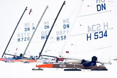 Jan Heida (534) tijdens het NK ijszeilen, 12-02-2012 tijdens het NK ijszeilen, 12-02-2012