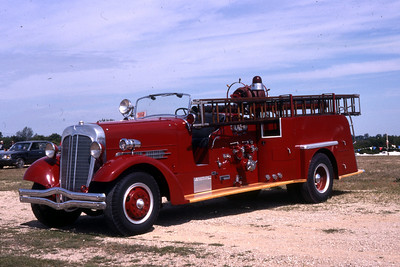 QUINCY ENGINE 3 1938 AHRENS FOX  MODEL H-C  1000 - 0  RON HEAL PHOTO 2