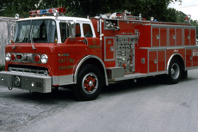 TRI-TOWNSHIP  ENGINE 1  1989 FORD C8000 - ALEXIS  1000-1000   RON HEAL PHOTO