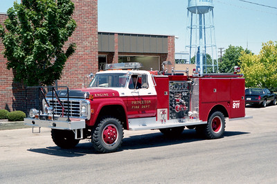 PRINCETON ENGINE 5  1977  FORD F-800  4X4 - DARLEY  750-500