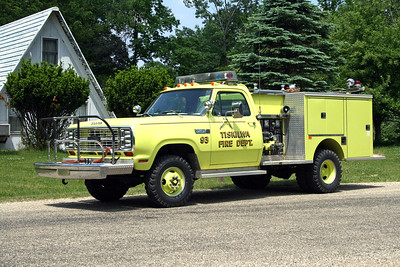 TISKILWA FPD  ENGINE 93T   1979 DODGE W400  4X4 - PIERCE  400-250   E-1042