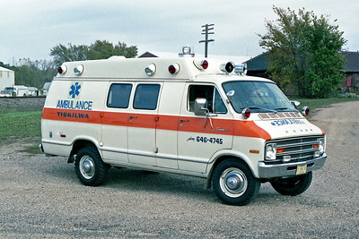 TISKILWA FPD  AMBULANCE 1-L-21   1974 DODGE - MEDICRUISER