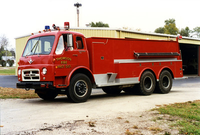 THOMSON TANKER 332  1970 IHC V1700 - WELCH  0-2000  #256  X-CLINTON FD,IA   BILL FRICKER PHOTO