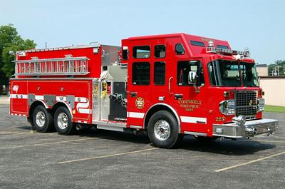 CORNBELT FPD ENGINE 2257 OFFICERS SIDE