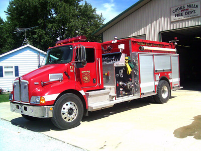 COOKS MILLS FPD,IL  ENG 411  2004 KENWORTH T-370 - PIERCE 1250-1500   J SUDKAMP PHOTO