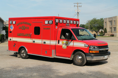 MATTOON RESCUE 29 20012 CHEVY G4500 - MEDTEC  25957    FRANK WEGLOSKI PHOTO