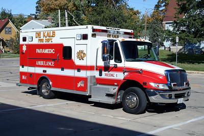 DEKALB  MEDIC1  2004 IHC 4300 - MEDTEC  #5576