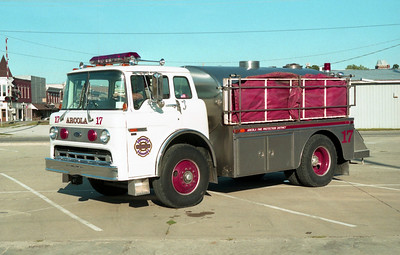 ARCOLA TANKER 17  FORD C-8000 -
