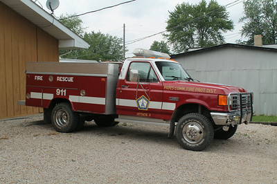 PARIS CFPD - VERMILLION STATION  ATTACK 3  1990 FORD F-450 - READING   250-300  FRANK WEGLOSKI PHOTO