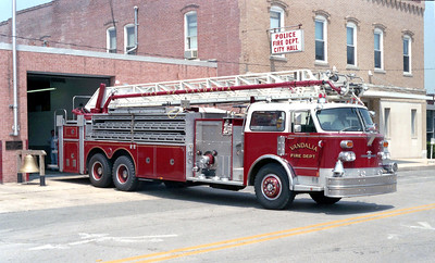 VANDALIA LADDER 6    1977 ALFCO CENTURY 1500-200-102'  X-BELLWOOD FD  OFFICERS SIDE