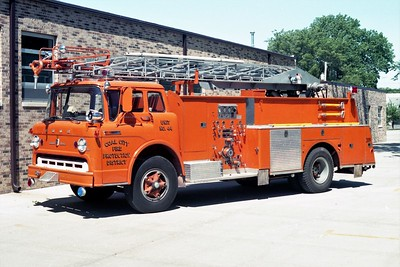 COAL CITY FPD  TRUCK 44  1972  FORD C800 - DARLEY - SPONCO   750-300-50' (2)