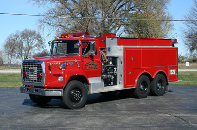 MINOOKA TANKER 1327  FORD L - PIERCE X- CHANNAHON