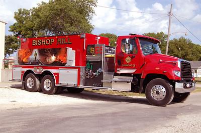 BISHOP HILL FPD  ENGINE 5 OFFICERS SIDE  BILL FRICKER PHOTO