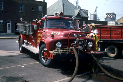 KEWANEE COMMUNITY ENGINE   FORD F - ALEXIS PUMPING   RON HEAL PHOTO