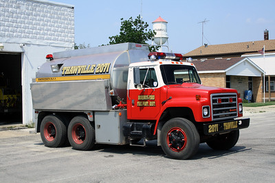 IROQUOIS-FORD FPD  TANKER 2071  1985 IHC - PROGRESS  250 - 2800  X - KANKAKEE TOWNSHIP FPD