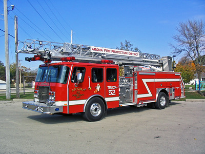 AROMA FPD  TRUCK 52   2001 E-ONE CYCLONE II   1500-470-30-75'   #23014