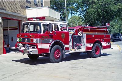 BRADLY  ENGINE 44  1976 FORD C-800 - PIERCE  1000-500   8983-C