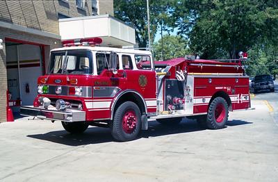 BRADLY  ENGINE 44  1976 FORD C-800 - PIERCE  1000-500   8983-C  2