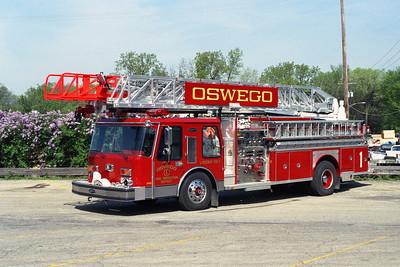 OSWEGO FPD  LADDER 1  1986 E-ONE HURRICANE  1500-300-80'  BF