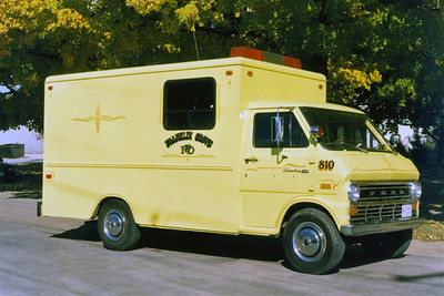 FRANKLIN GROVE COMMAND 810   1973  FORD  CUBE VAN