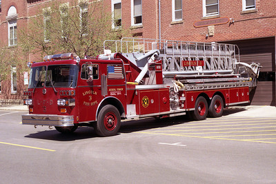 LINCOLN CITY FD  LADDER 3  SUTPHEN
