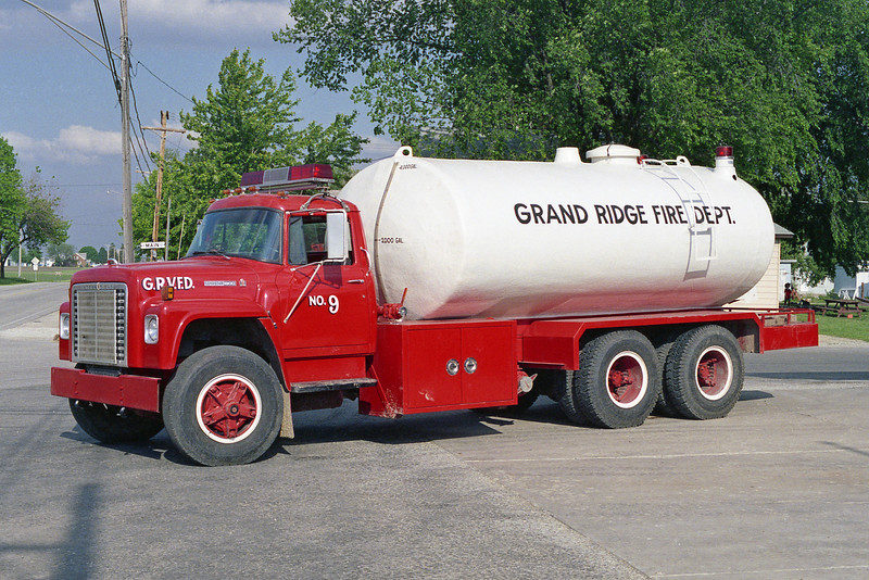 GRAND RIDGE VFD TANKER 9  IHC FLEETSTAR - FD