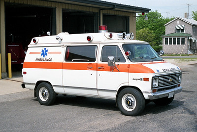 LELAND  AMBULANCE  1-M-38   1974  CHEVY  VANGUARD