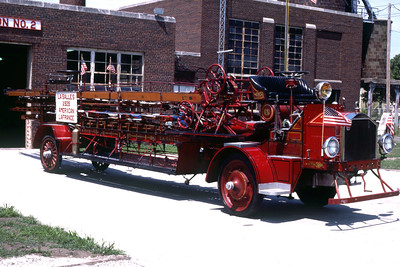 LASALLE  ANTIQUE LADDER  1928 ALFCO  65'  OFFICERS SIDE   RON HEAL PHOTO