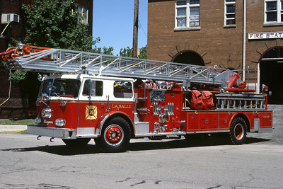 LASALLE  LADDER  1976 SEAGRAVE  1250-0-100   RON HEAL PHOTO