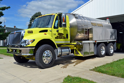 TROY GROVE  TANKER 626 2004 IHC 7400 - OSCOE TANK  125-3500   BILL FRICKER PHOTO
